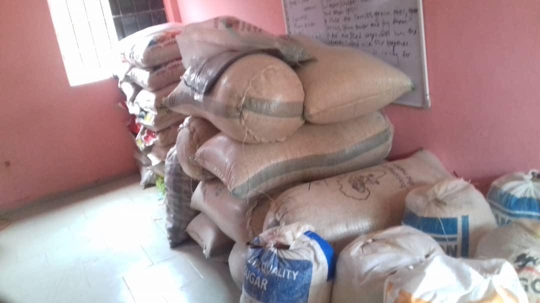 Corona Hilfspäckchen für die Schulgemeinde in Benin City